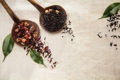 Ξηρό με κινητά φύλλα τσάι Στοκ Φωτογραφίες