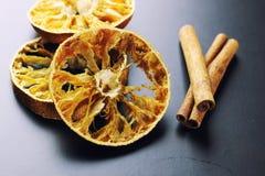 ξηρό πορτοκάλι κανέλας στοκ εικόνες