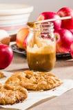 Ξινή ή αγροτική πίτα της Apple με τα μήλα Στοκ Φωτογραφία