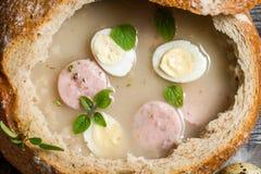 Ξινή σούπα στο ψωμί με τη μαντζουράνα Στοκ φωτογραφία με δικαίωμα ελεύθερης χρήσης