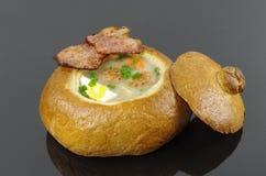 Ξινή σούπα στο ψωμί Στοκ Φωτογραφία