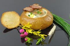 Ξινή σούπα στο ψωμί Στοκ Εικόνες