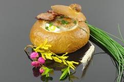 Ξινή σούπα στο ψωμί Στοκ εικόνα με δικαίωμα ελεύθερης χρήσης