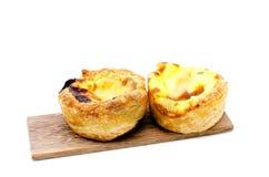 Ξινό ζεύγος αυγών στο ξύλινο πιάτο Στοκ Εικόνες
