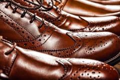 Ξοντρά παπούτσεις της Οξφόρδης των κλασικών γυαλισμένα ατόμων καφετιά Στοκ φωτογραφία με δικαίωμα ελεύθερης χρήσης