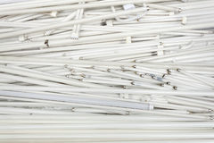 Ξοδευμένοι παλαιοί flourescent σωλήνες λαμπτήρων περίπου που ανακυκλώνονται Στοκ φωτογραφίες με δικαίωμα ελεύθερης χρήσης