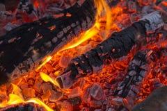 , ξυλάνθρακας σχαρών, καίγοντας ξυλάνθρακας στο υπόβαθρο Στοκ εικόνες με δικαίωμα ελεύθερης χρήσης