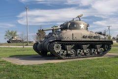 ΞΥΛΟ ΤΟΥ LEONARD ΟΧΥΡΩΝ, MO 29 ΑΠΡΙΛΊΟΥ 2018: Δεξαμενή φλογών Sherman στρατιωτικών οχημάτων στοκ φωτογραφίες με δικαίωμα ελεύθερης χρήσης