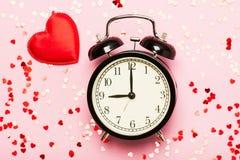 Ξυπνητήρι και καρδιές Στοκ εικόνα με δικαίωμα ελεύθερης χρήσης