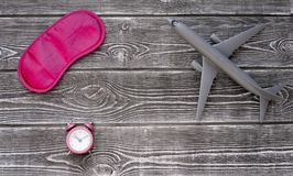 Ξυπνητήρι, μάσκα ματιών για τον ύπνο, αεροπλάνο Στοκ Φωτογραφία
