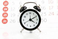 Ξυπνητήρι με το ημερολόγιο στοκ εικόνες