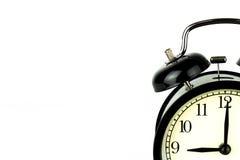 Ξυπνητήρι στο λευκό, που παρουσιάζει ρολόι εννέα ο ` Στοκ εικόνα με δικαίωμα ελεύθερης χρήσης