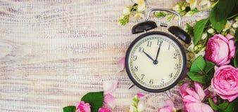 Ξυπνητήρι 10 ώρες Λουλούδια Στοκ εικόνα με δικαίωμα ελεύθερης χρήσης