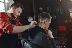 Ξυράφι λαιμών ξυρίσματος Στοκ Φωτογραφίες
