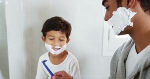 ξυρίζοντας γιος πατέρων &alpha απόθεμα βίντεο