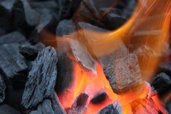 Ξυλάνθρακας στη σχάρα Στοκ φωτογραφίες με δικαίωμα ελεύθερης χρήσης