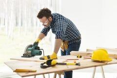 Ξυλουργός στην εργασία στοκ εικόνα με δικαίωμα ελεύθερης χρήσης