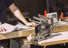 Ξυλουργός, σχέδιο, άτομο, πρόσωπο, χειροτεχνικό, επιχείρηση, ξυλουργική Στοκ εικόνες με δικαίωμα ελεύθερης χρήσης