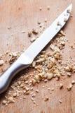 Ξύλα καρυδιάς σε ένα ξύλινο πιάτο στοκ εικόνα με δικαίωμα ελεύθερης χρήσης