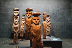 Ξύλινα αγάλματα Chemamull στο Pre-columbian Μουσείο Τέχνης - Σαντιάγο, Χιλή στοκ εικόνα