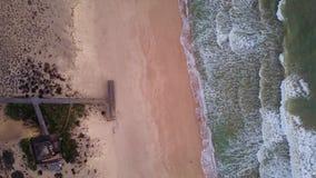 Ξύλινα αποβάθρα και κύματα Quinta do Lago, Αλγκάρβε, Πορτογαλία απόθεμα βίντεο
