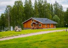 Ξύλινα εξοχικά σπίτια σπιτιών στα ξύλα Στοκ Εικόνες