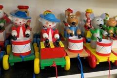 Ξύλινα ζωικά αναδρομικά παιχνίδια παιχνιδιών Στοκ φωτογραφία με δικαίωμα ελεύθερης χρήσης
