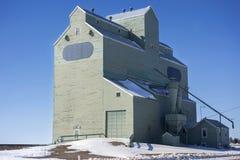 Ξύλινα λιβάδια Καναδάς Αλμπέρτα σιλό δομών σιταποθηκών Στοκ φωτογραφία με δικαίωμα ελεύθερης χρήσης