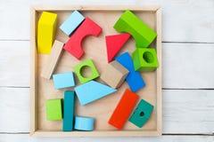 Ξύλινα παιχνίδια παιδιών πολύχρωμα Επίπεδος βάλτε Στοκ εικόνα με δικαίωμα ελεύθερης χρήσης