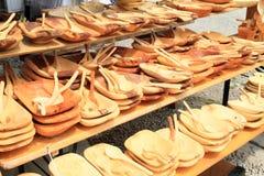 Ξύλινα πιάτα και κουτάλια Στοκ Εικόνες