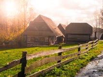 Ξύλινα σπίτια του λαϊκού μουσείου Vesely Kopec Τσεχική αγροτική αρχιτεκτονική Vysocina, Δημοκρατία της Τσεχίας Στοκ εικόνα με δικαίωμα ελεύθερης χρήσης