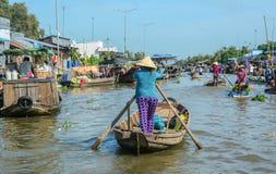 Ξύλινες βάρκες στο ποταμό Μεκόνγκ στοκ εικόνα