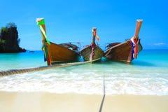 Ξύλινες βάρκες koh στο νησί της Hong, θάλασσα Andaman της Ταϊλάνδης Στοκ Εικόνες