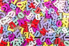 Ξύλινες επιστολές στο ξύλινο υπόβαθρο στοκ φωτογραφία με δικαίωμα ελεύθερης χρήσης
