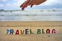 Ξύλινες επιστολές ΤΑΞΙΔΙΟΥ BLOG στην παραλία Στοκ Φωτογραφίες