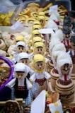Ξύλινες κούκλες που ντύνονται στο παραδοσιακό κοστούμι Στοκ εικόνες με δικαίωμα ελεύθερης χρήσης