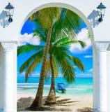 Ξύλινη έξοδος αψίδων ανοιχτών πορτών στο καραϊβικό δομινικανό repu παραλιών Στοκ Εικόνες