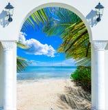 Ξύλινη έξοδος αψίδων ανοιχτών πορτών στο καραϊβικό δομινικανό repu παραλιών Στοκ Εικόνα