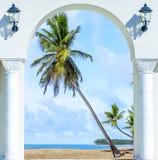 Ξύλινη έξοδος αψίδων ανοιχτών πορτών στο καραϊβικό δομινικανό repu παραλιών Στοκ Φωτογραφία