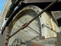 Ξύλινη αντλώντας μηχανή λεπτομέρειας εξοπλισμού πετρελαιοφόρων περιοχών σφονδύλων παλαιά spudder Στοκ φωτογραφία με δικαίωμα ελεύθερης χρήσης