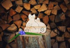 Ξύλινη γάτα τρία Στοκ εικόνα με δικαίωμα ελεύθερης χρήσης