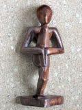 ξύλινη γιόγκα αγαλμάτων στοκ εικόνα με δικαίωμα ελεύθερης χρήσης