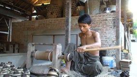Ξύλινη διαδικασία χάραξης, Bagan, το Μιανμάρ - 20 Νοεμβρίου 2017 φιλμ μικρού μήκους