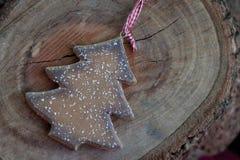 Ξύλινη διακόσμηση χριστουγεννιάτικων δέντρων Στοκ φωτογραφία με δικαίωμα ελεύθερης χρήσης