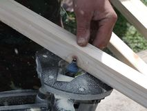 ξύλινη επεξεργασία σε μια πλαισιώνοντας μηχανή, απόθεμα βίντεο