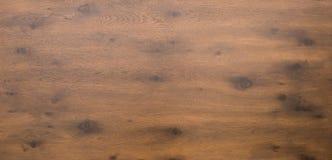 Ξύλινη επιτραπέζια κορυφή στη σκοτεινή ξυλεία Στοκ εικόνα με δικαίωμα ελεύθερης χρήσης