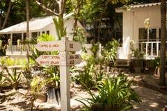 Ξύλινη καμπίνα στην Ταϊλάνδη στοκ εικόνες