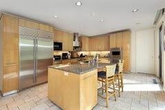 Ξύλινη κουζίνα γραφείων Στοκ φωτογραφία με δικαίωμα ελεύθερης χρήσης