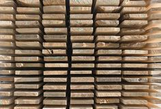 Ξύλινη ξυλεία στο πριονιστήριο στοκ εικόνα με δικαίωμα ελεύθερης χρήσης