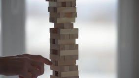 Ξύλινη πτώση πύργων απόθεμα βίντεο